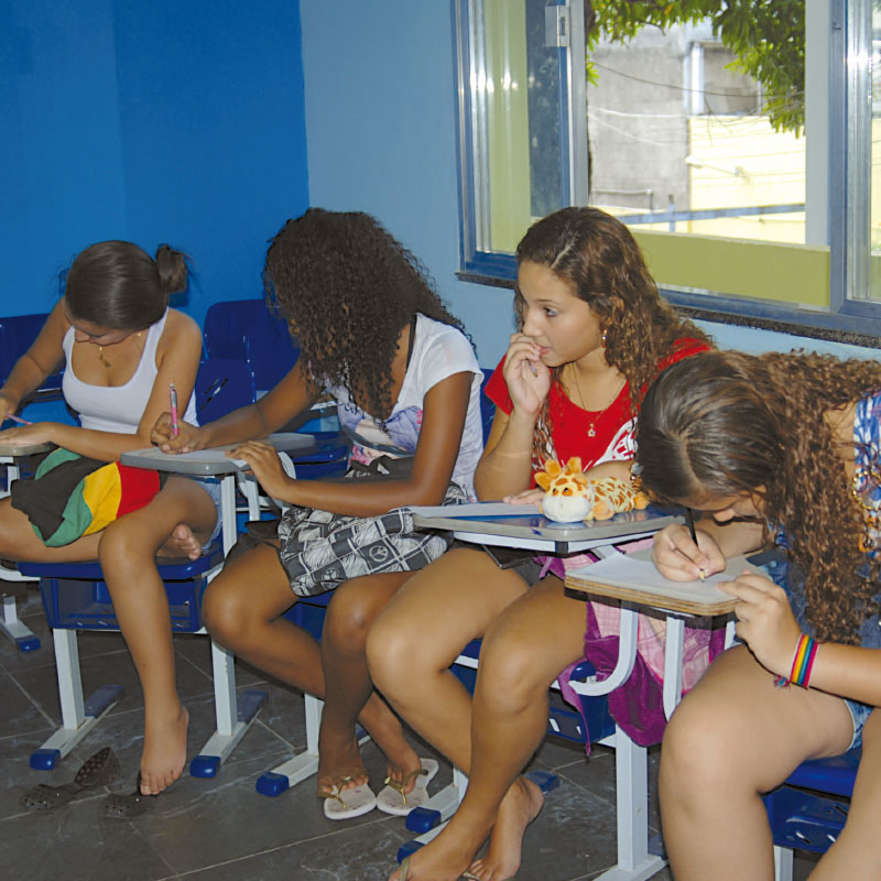 ajuda bietet Bildung | CEASM in Rio